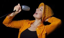 质朴的歌唱家妇女年轻人 图库摄影