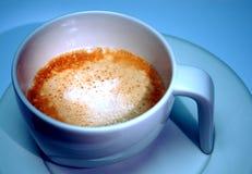 质朴的热奶咖啡 免版税库存照片