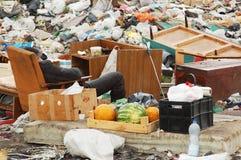 贫困者基于城市转储 库存照片