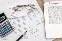 购买与定货文件和膝上型计算机的概念 免版税图库摄影
