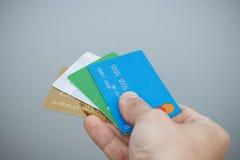 购买,银行业务的概念 人` s手举行credi 库存图片