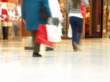 购物中心人购物 免版税库存图片