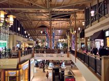购物中心拥挤,在感恩的黑星期五2017年 免版税库存图片