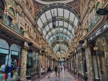 购物在利兹,英国 免版税图库摄影