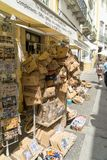 购物在埃武拉的大街的未定义游人 图库摄影