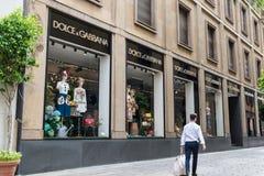 购物在米兰的市中心,意大利 Dolce & Gabbana商店 免版税库存照片