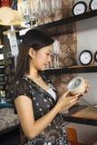 购物的存储妇女 免版税库存照片
