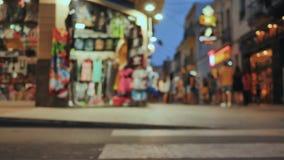 购物街道在有游人的旅游加泰罗尼亚的度假胜地卡莱利亚 被弄脏的看法 影视素材