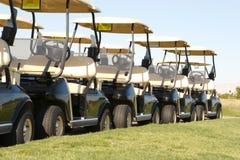 购物车打高尔夫球排队 图库摄影