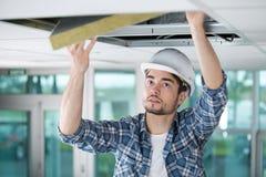 贴合绝缘材料人屋顶 免版税库存照片