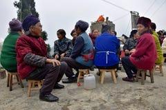 """贵州,中国†""""大约2017年12月:一群人乘weddin的机会另外少数族裔 免版税库存图片"""