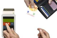 贸易 买家支付与10欧元钞票  出纳员接受付款并且在终端做检查 库存图片