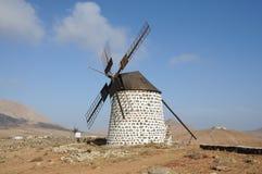 费埃特文图拉岛西班牙风车 库存照片