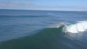 费埃特文图拉岛;2018年10月12日:行动的冲浪者对非常技术波浪 股票录像