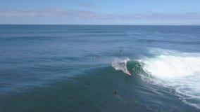 费埃特文图拉岛;2018年10月12日:行动的冲浪者对非常技术波浪 影视素材