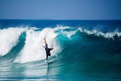 费埃特文图拉岛- 2017年 04 10 :冲浪者的秋天在冬天tra期间 图库摄影