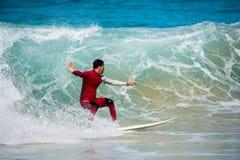 费埃特文图拉岛- 2017年 04 10 :在冬天训练sess期间的冲浪者 免版税库存图片