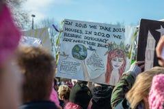 费城,宾夕法尼亚,美国- 2018年1月20日:数千在费城妇女` s 3月团结团结 图库摄影