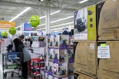 费城,宾夕法尼亚2017年11月23日:黑星期五购物在商店 免版税库存照片