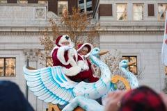 费城, PA - 2017年11月23日:每年感恩天游行的圣诞老人在中心城市费城, PA 库存照片