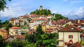 费尔特雷历史老镇在白云岩阿尔卑斯,意大利 库存图片