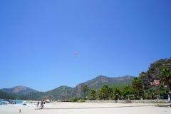 费特希耶死海滑翔伞, mugla,火鸡 库存图片