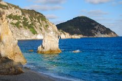 费用的看法从Sansone海滩的-费拉约港-意大利 库存图片