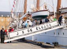 费罗尔半岛,西班牙- 2月16 : 西班牙海军胡安塞巴斯蒂安de Elcano 图库摄影
