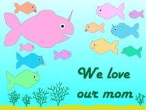 贺卡为以独角兽的一个手拉的鲨鱼的形式母亲节和他的小孩子和题字'我们爱 皇族释放例证
