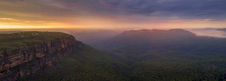 贾米森谷蓝山山脉全景 库存图片