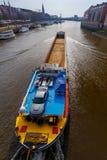 贿赂 在河的自走驳船 免版税库存图片