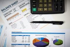 资产负债表和图 免版税库存图片
