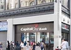 资本一银行曼哈顿中城地点门面  免版税库存照片