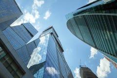 资本城市和统治权耸立反对蓝色sk 免版税库存图片
