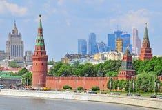 资本联邦莫斯科多数人口众多的俄国地平线主题 免版税库存图片