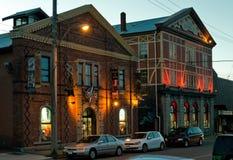 资本铁商店在晚上,维多利亚, BC,加拿大 免版税库存照片