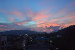 资本,城市,镇都市风景  背景是紫色的,桃红色, co 库存照片