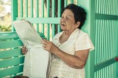 资深亚洲妇女放松 免版税库存照片