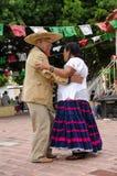 资深墨西哥夫妇跳舞 免版税库存图片