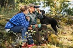 资深夫妇在森林里 库存照片