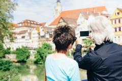资深夫妇在Tuebingen,德国 免版税库存图片