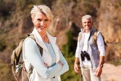 资深女性远足者 免版税图库摄影