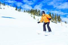 资深妇女滑雪 免版税库存照片