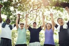 资深小组朋友锻炼放松概念 库存图片