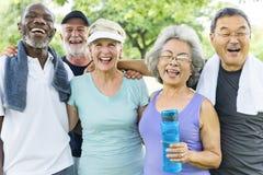 资深小组朋友锻炼放松概念 免版税图库摄影