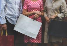 资深成人购物友谊生活方式 免版税图库摄影