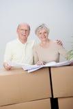 资深计划他们的未来的夫妇移动的家 免版税库存照片