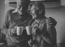 资深饮料茶咖啡厨房幸福概念 库存图片