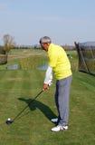 资深高尔夫球运动员 免版税库存图片