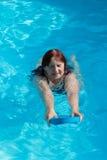 资深活跃妇女游泳 图库摄影